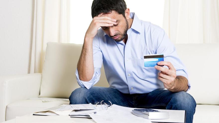 Persona con malos hábitos crediticios