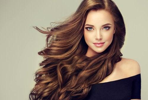 6 tips para mantener tu cabello teñido sano y fuerte